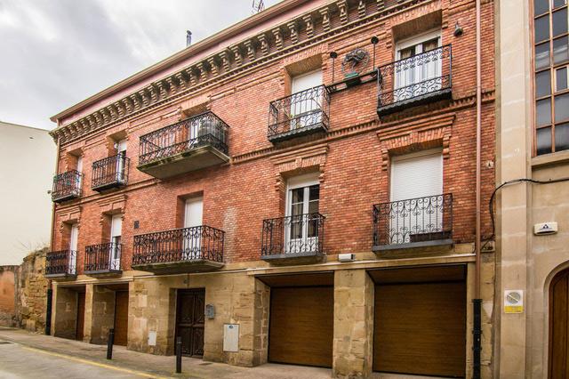 Fachada del edificio de calle Cuevas